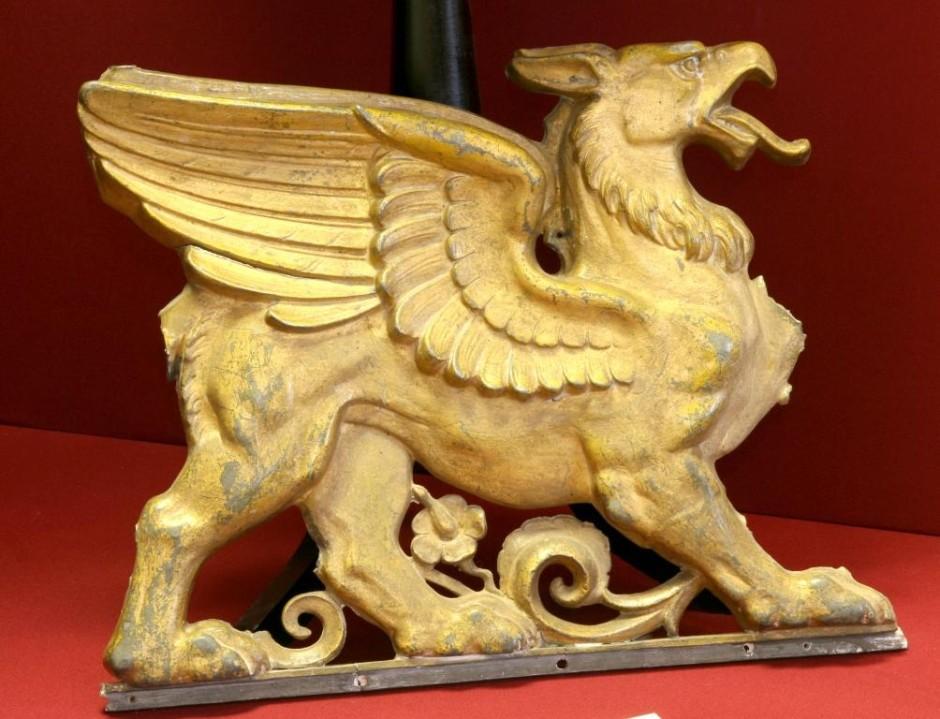 Грифон-часть бронзового барельефа со здания Рейхстага